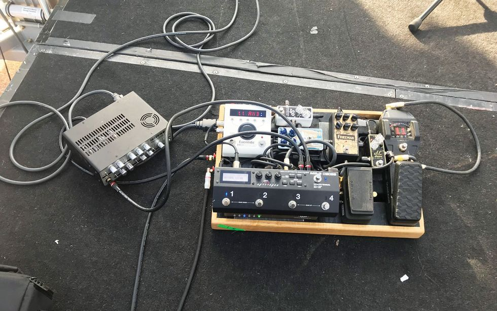 Signal To Noise Mastering Reactive Load Technology Premier Guitar Pickup Wiring Paul Jackson Jrs Gig Rig Illustrates How Reamplification And Let Him Replace A Heavy Tube Amp Head Bulky 16 Space Rack