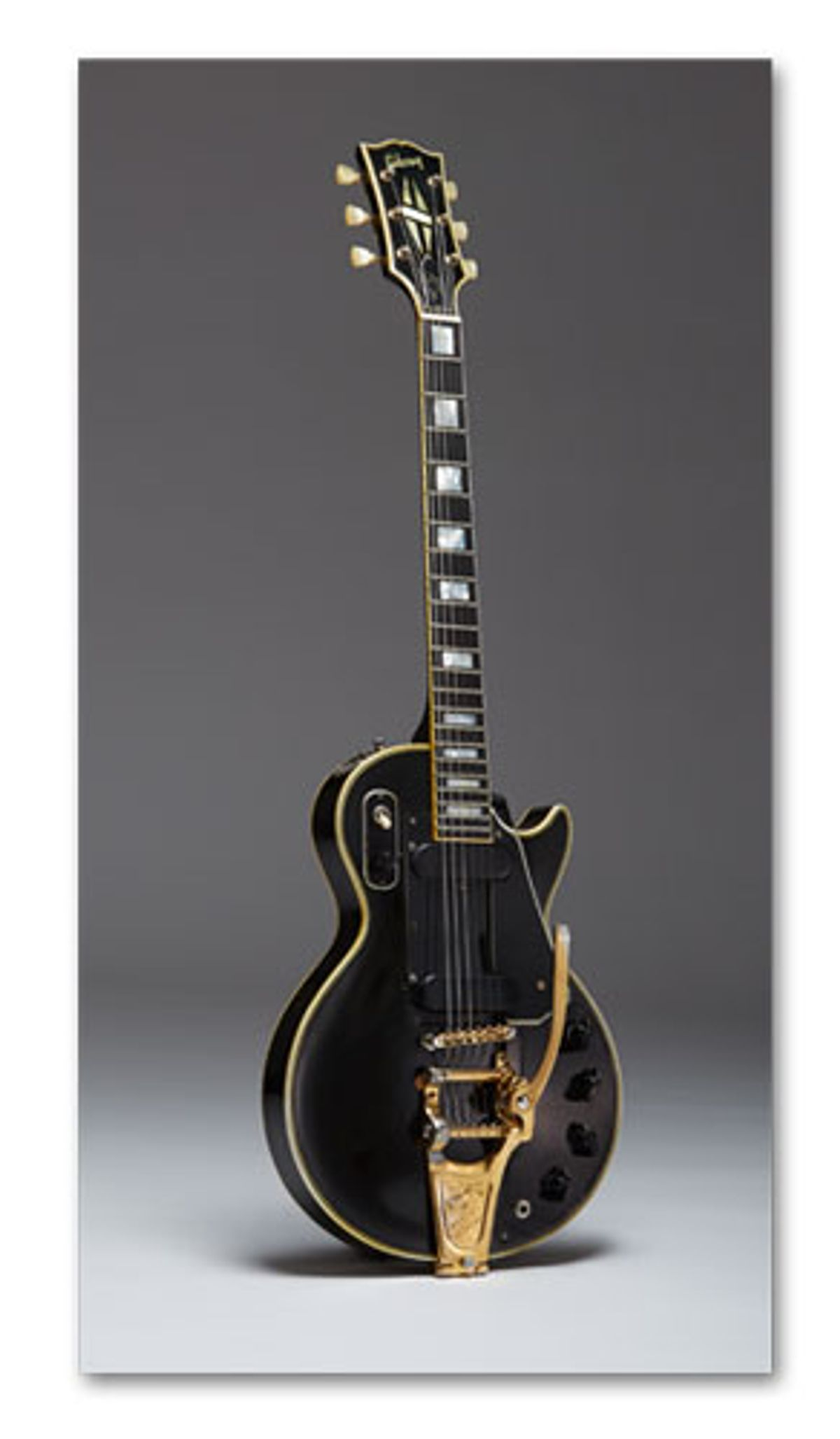 """Auction to Feature Les Paul's Original """"Black Beauty"""", Chet Atkins' """"Dark Eyes"""" Gretsch, and More"""