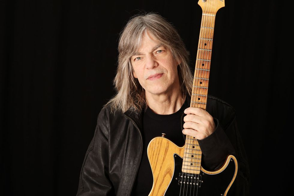 Mike stern spirit is everything premier guitar mike stern has played his yamaha pacifica signature model since it came out in the early 90s the t style single cutaway features a seymour duncan 59 in solutioingenieria Images