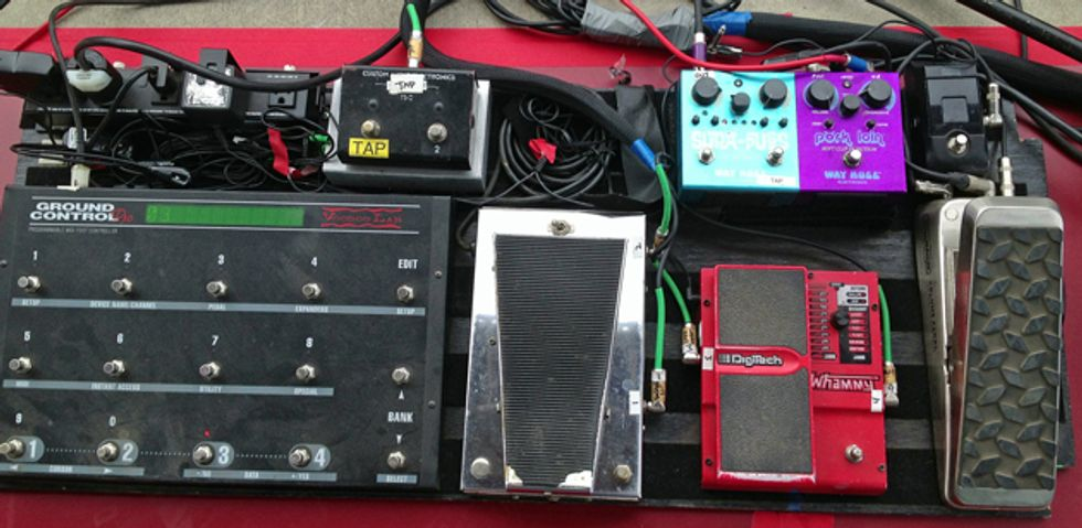 rig rundown queens of the stone age 39 s troy van leeuwen 2013 08 28 premier guitar. Black Bedroom Furniture Sets. Home Design Ideas