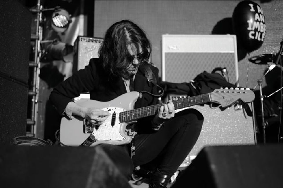 Sonic savage gemma thompson premier guitar savages guitarist gemma thompson plays a 1966 fender duo sonic ii its a very simple guitar but you can throw it aroundyou can do anything to itand solutioingenieria Images