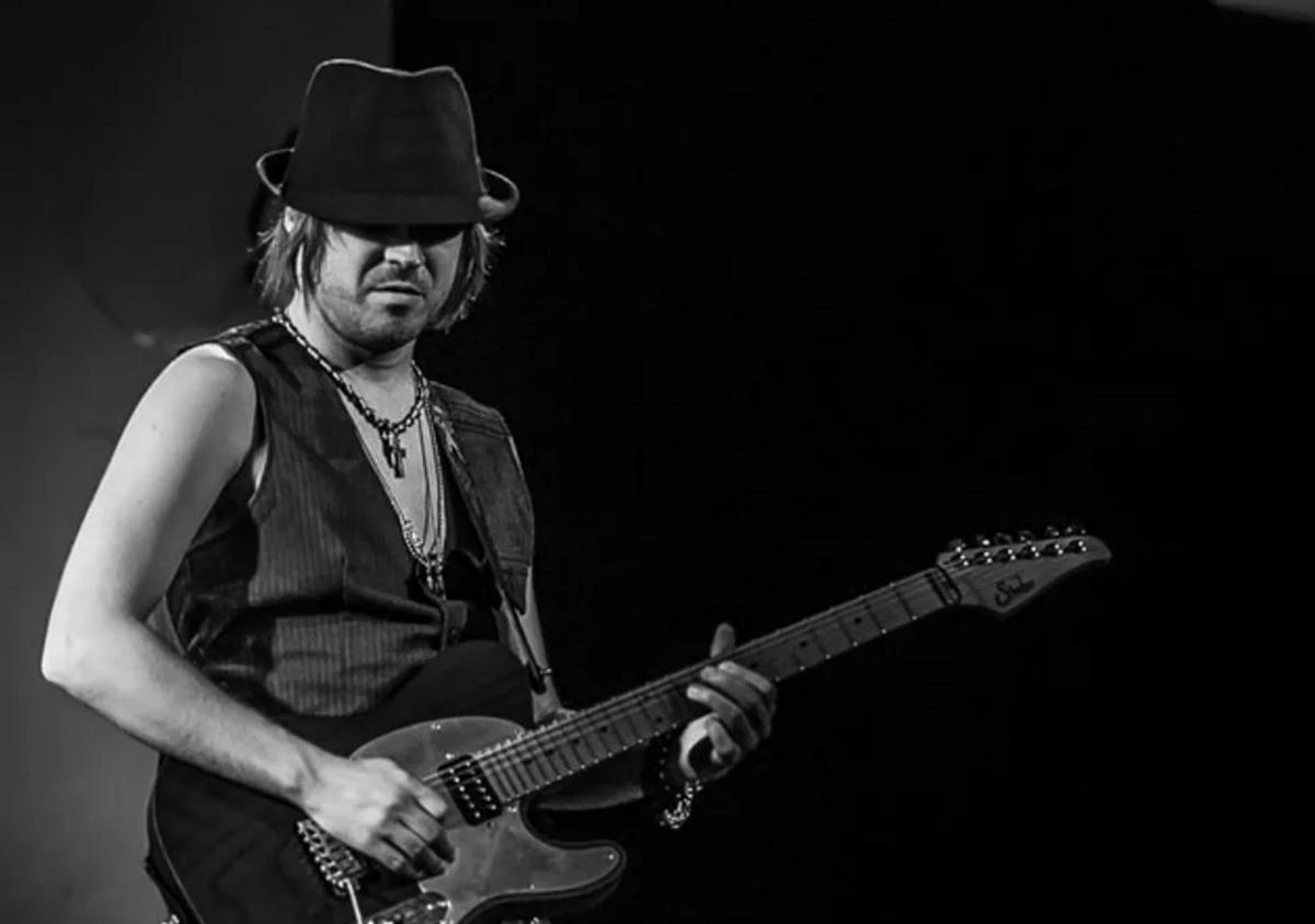 Andy Wood guitarist